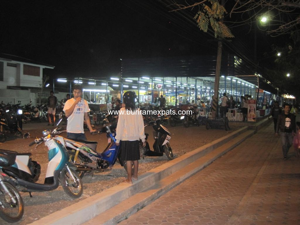 bu-square-shopping-buriram2