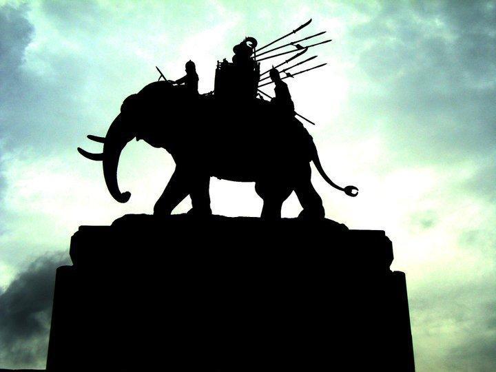 buriram-elephant-roundabout